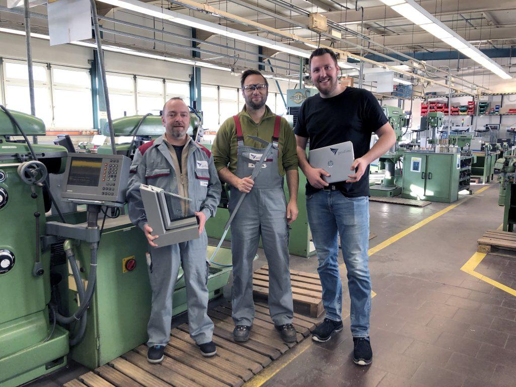 Drei profine-Mitarbeiter in der Ausbildungswerkstatt