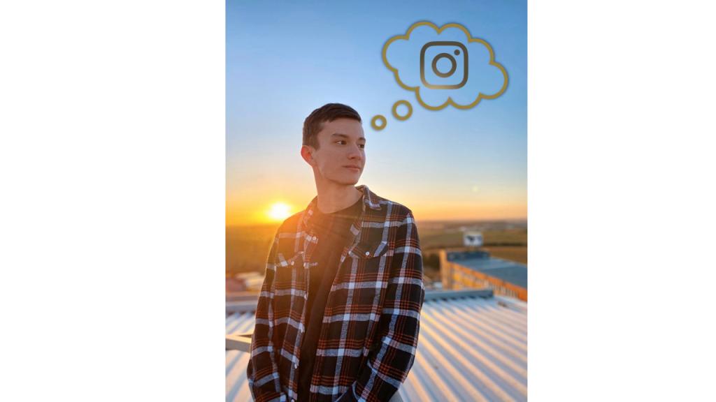 Unser Dualer Student Noah mit einer Denkblase, in der das Instagram-Logo zu sehen ist.