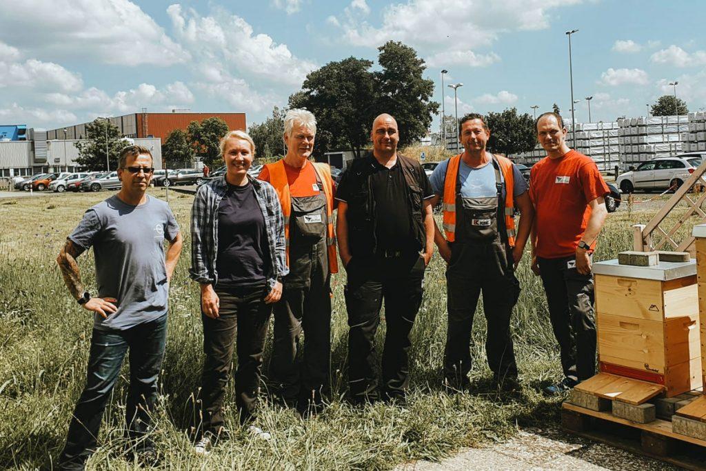 Das sechsköpfige Imker-Team der profine in Berlin