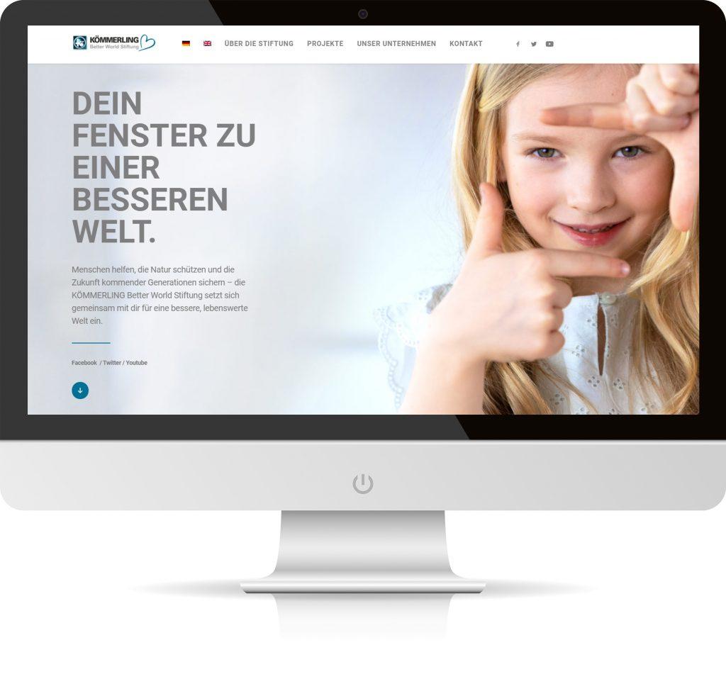 Computerbildschirm mit der Startseite der Kömmerling better world Stiftung.