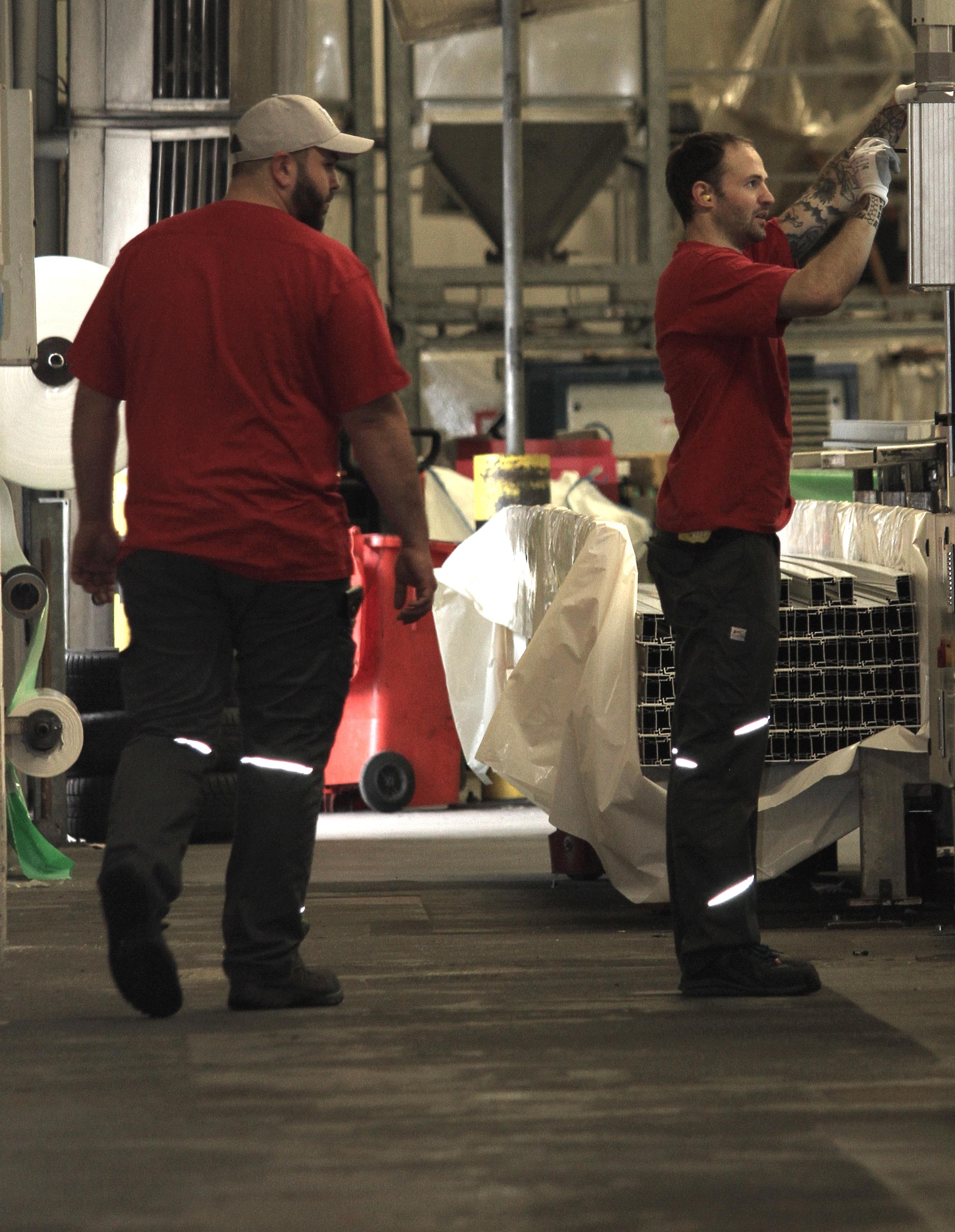 Verfahrensmechaniker arbeiten im Team.