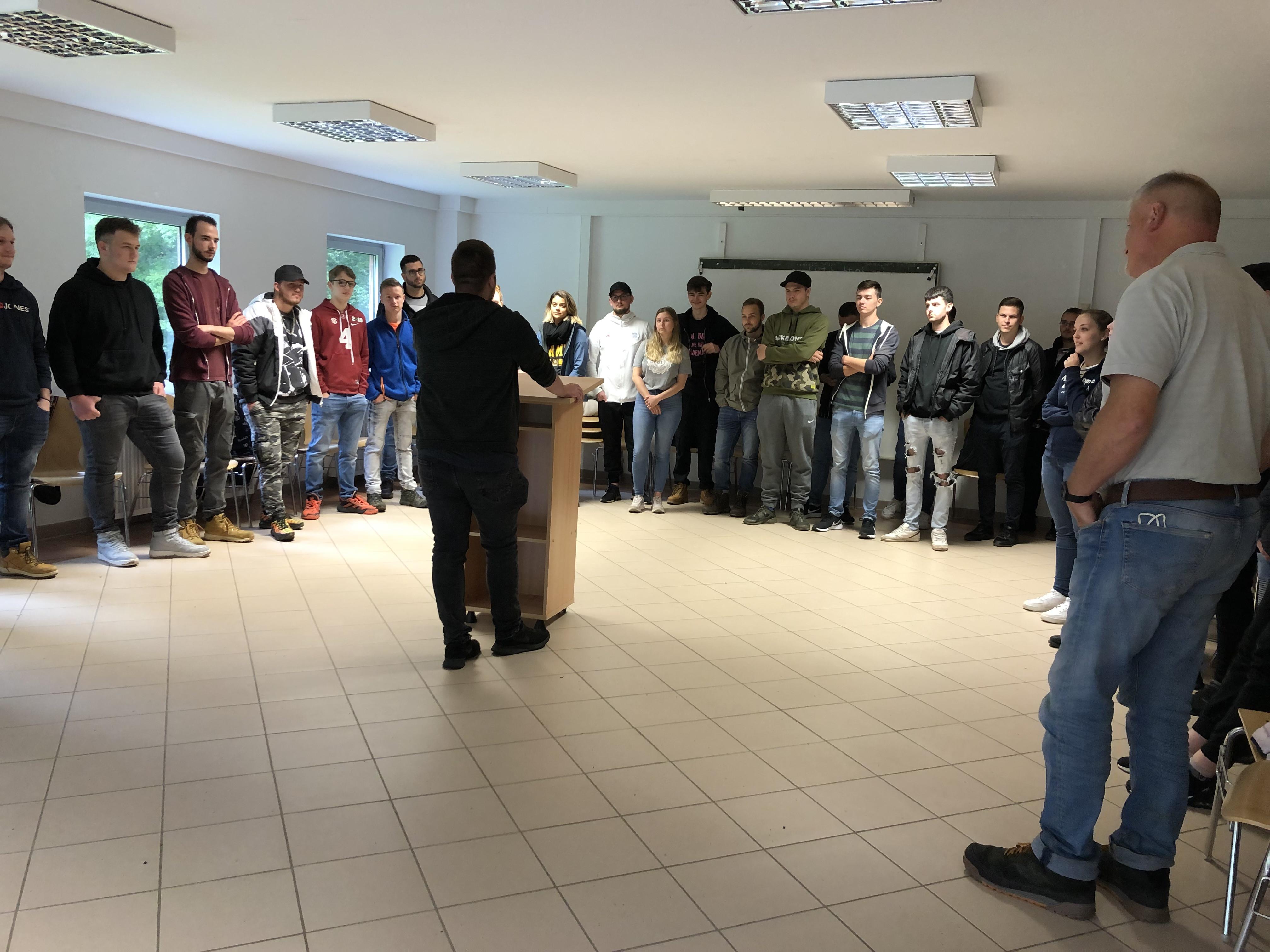 Vorstellungsrunde am ersten Tag des Teamcamps.