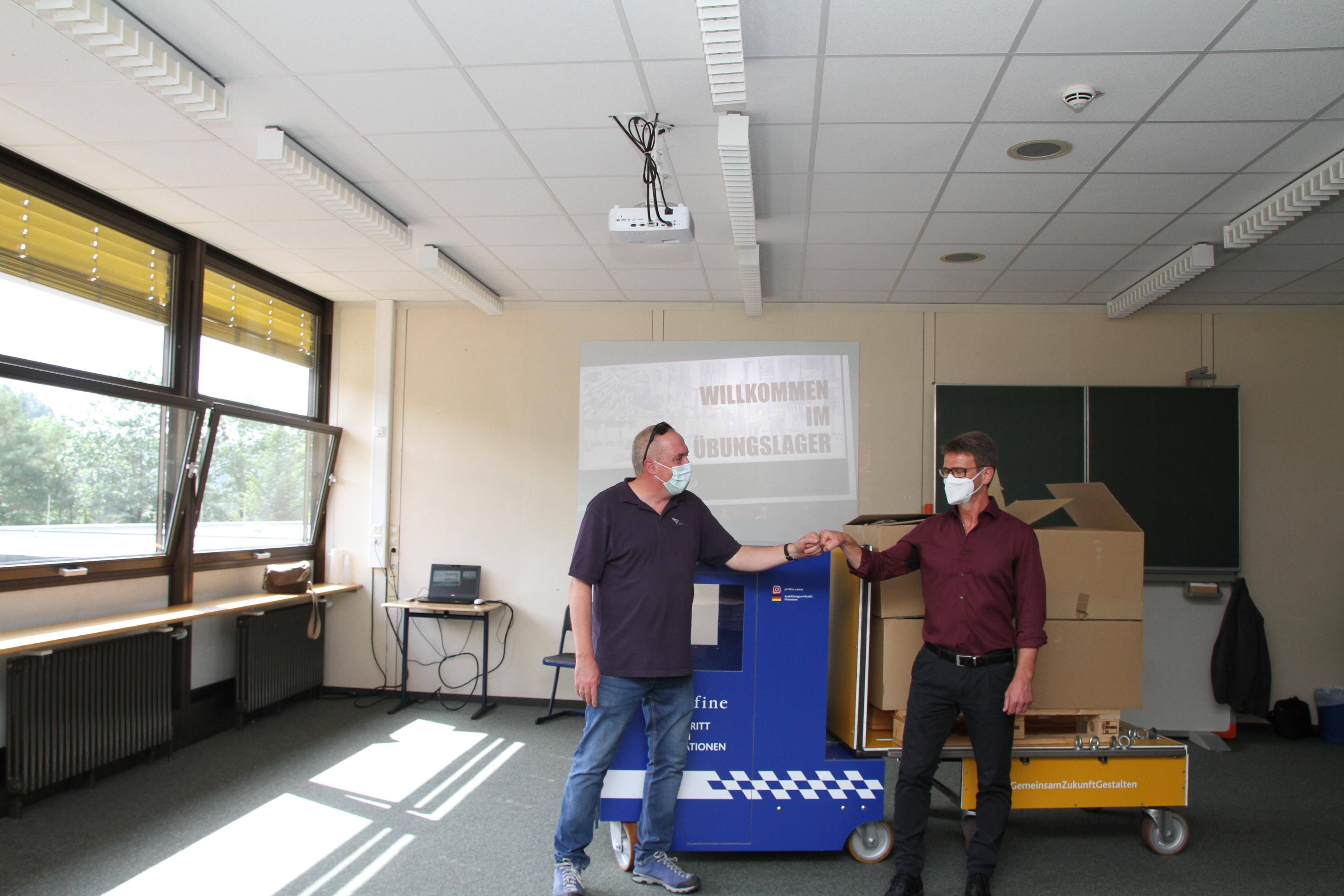 Unser Ausbilder Volker Zimmermann mit dem Direktor der BBS Rodalben, Stefan Eichenlaub.