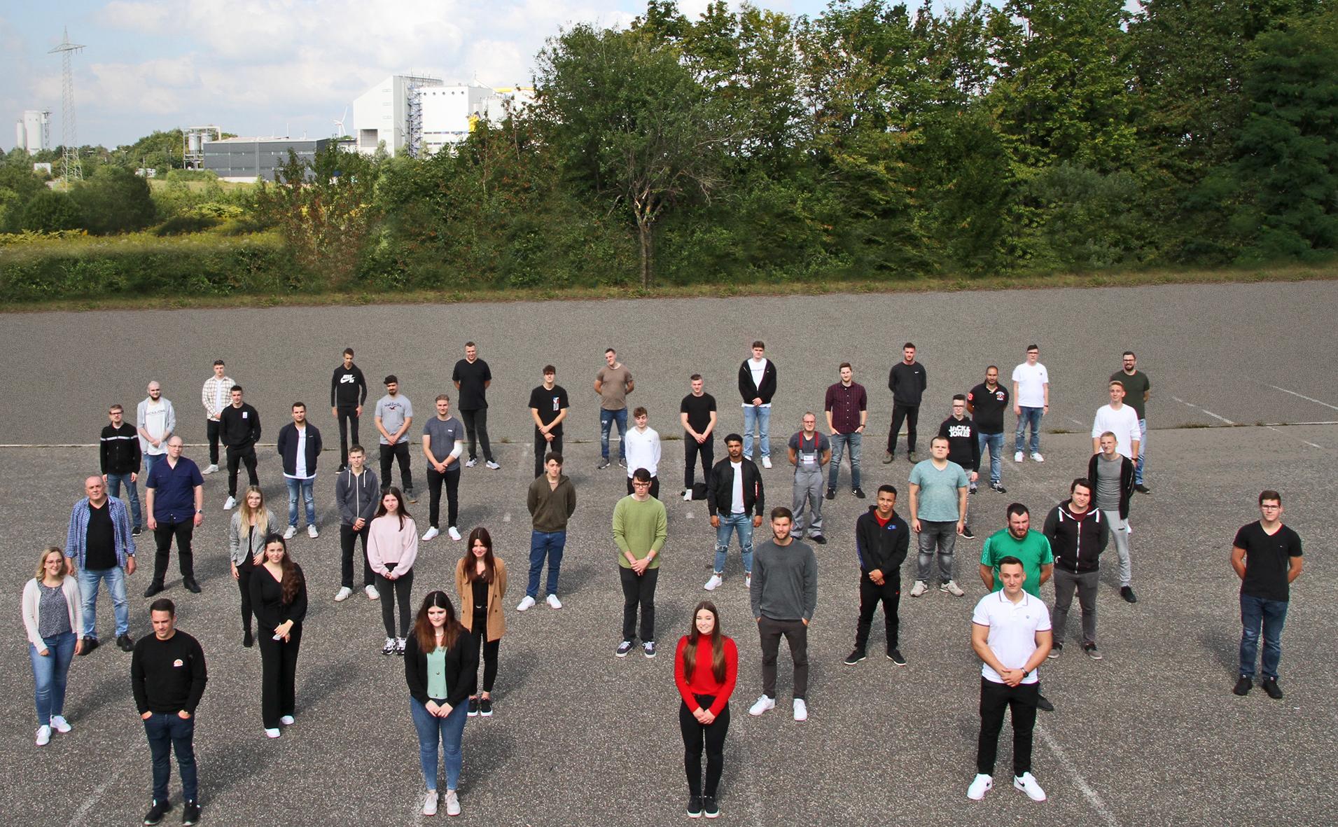 Gruppenbild der neuen Azubis und dualen Studenten in Pirmasens.