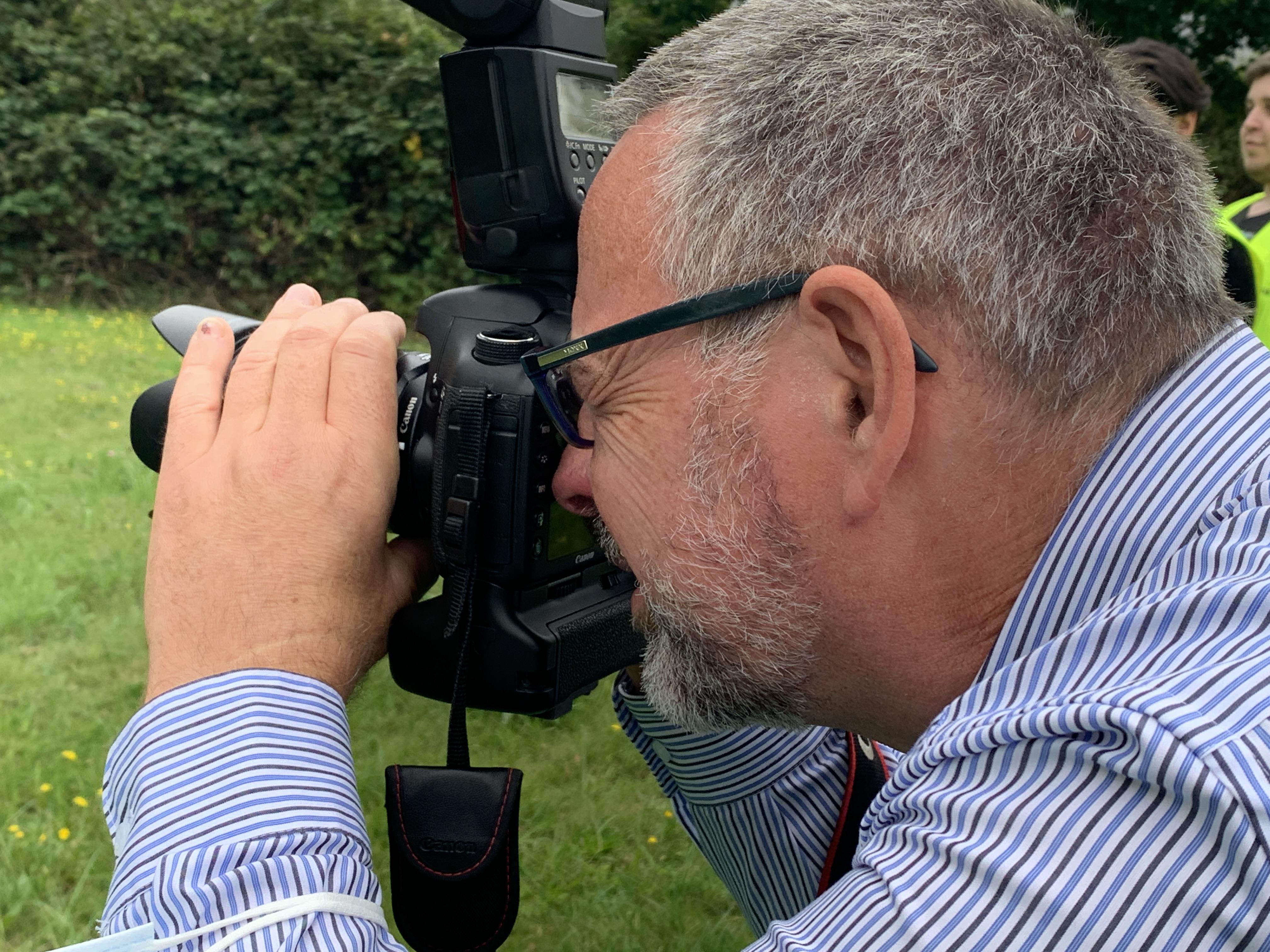 Ausbilder Michael Peukert mal nicht am Extruder, sondern an der Kamera.