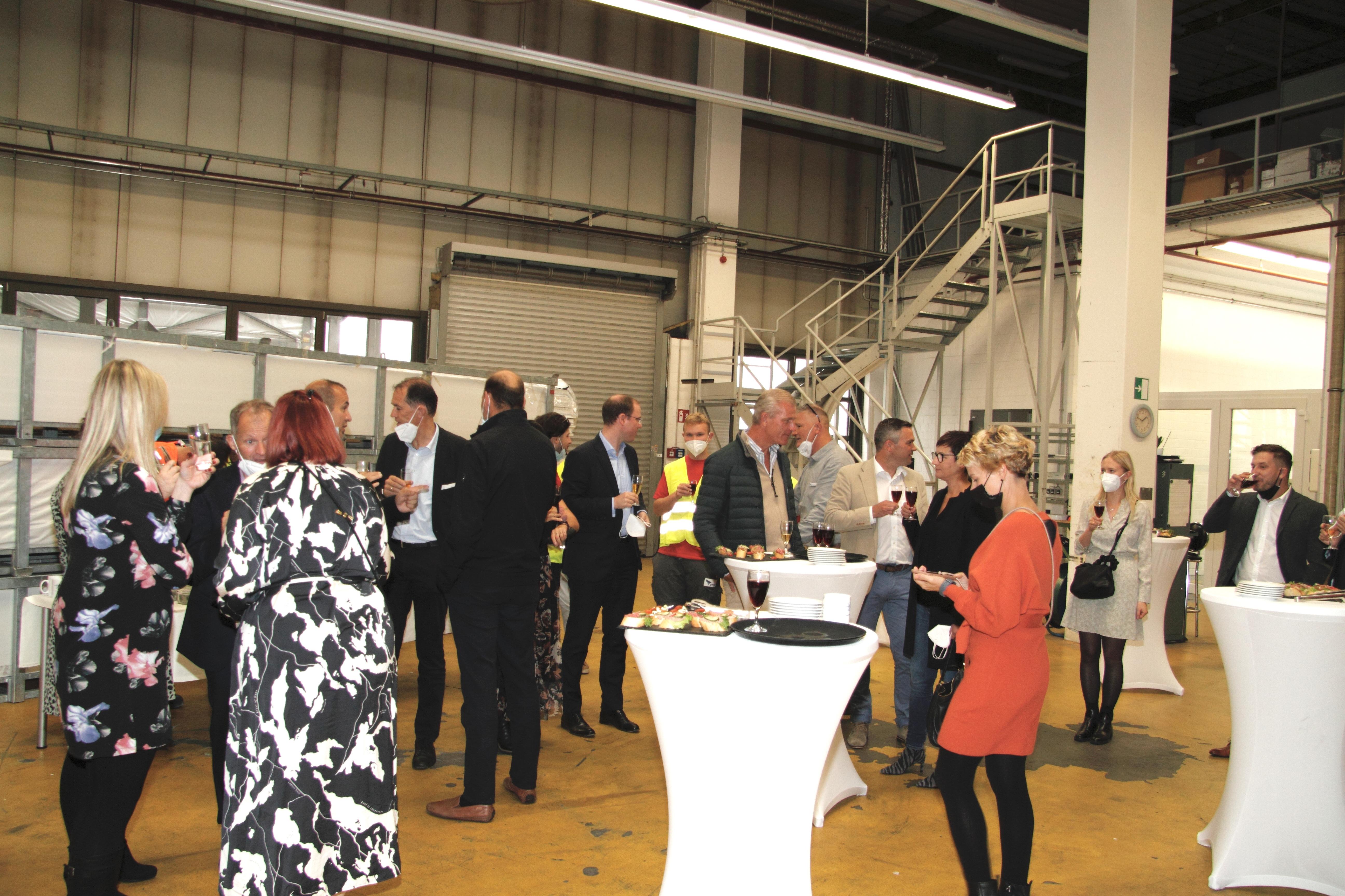 Etwa 30 Kolleginnen und Kollegen und Gäste waren anwesend.