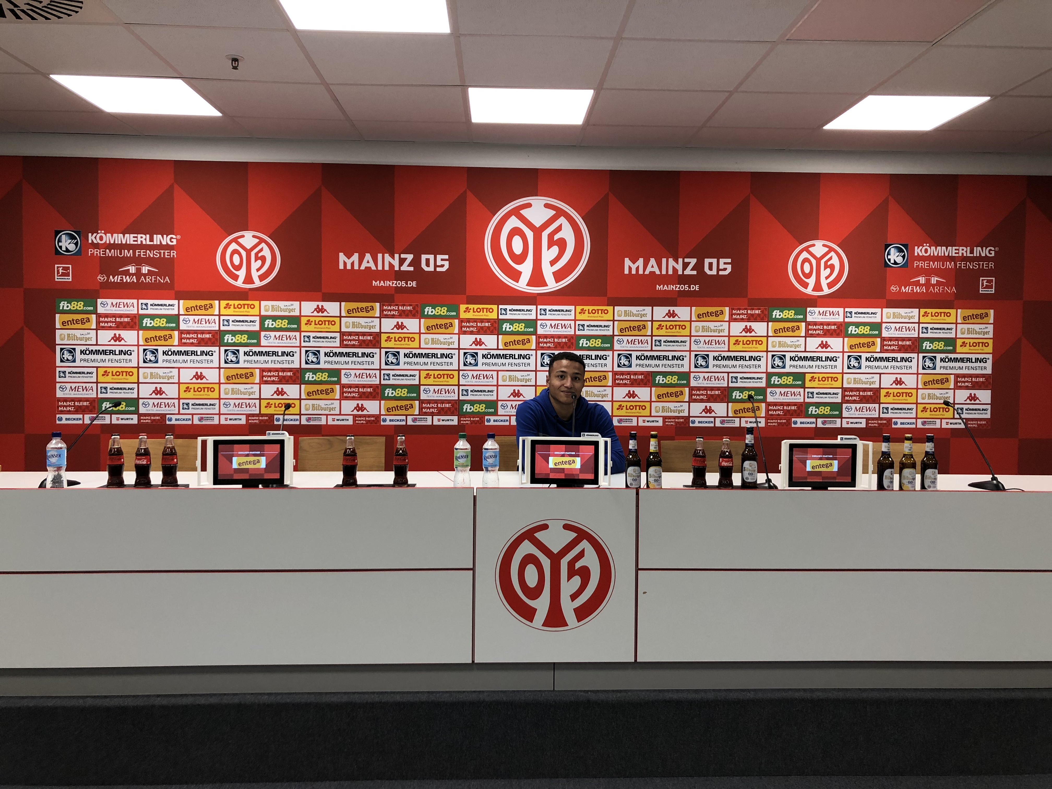 Pressekonferenz!